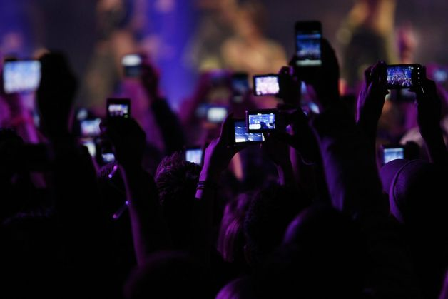 mobile phones at concert
